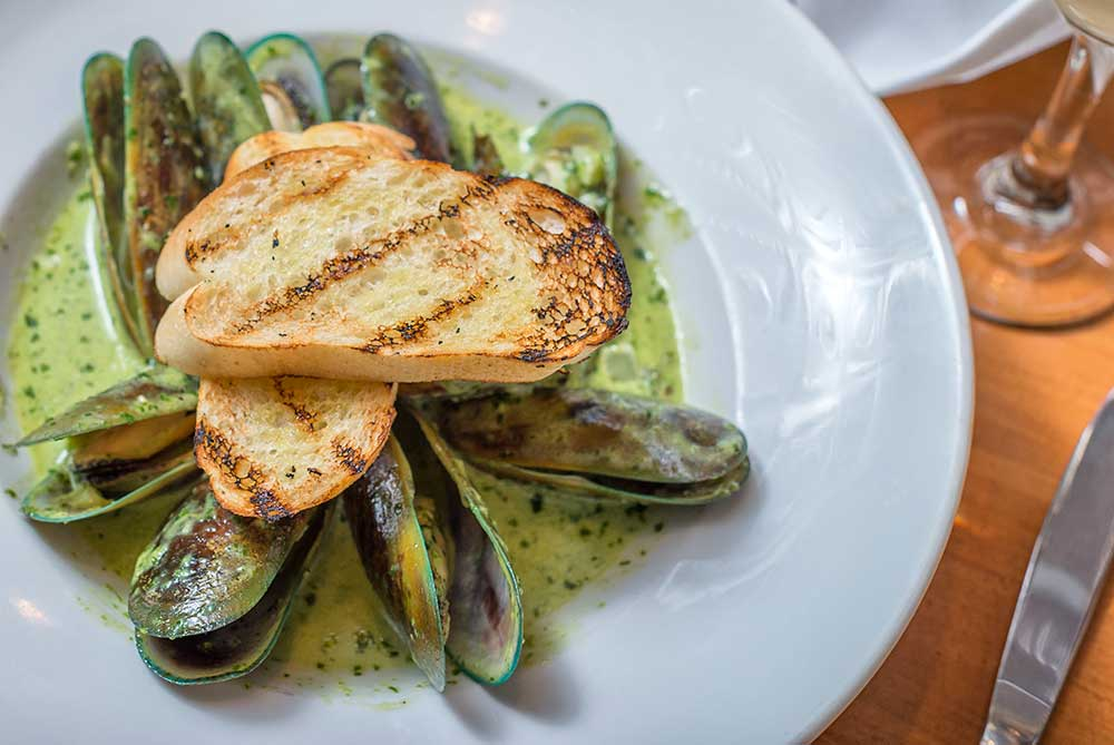 Pesto-Cream Mussels Appetizer